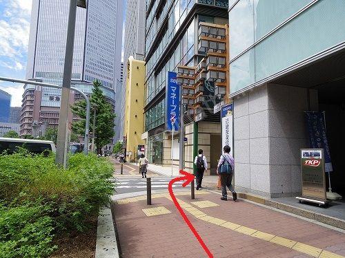 最初の路地を右に入ります