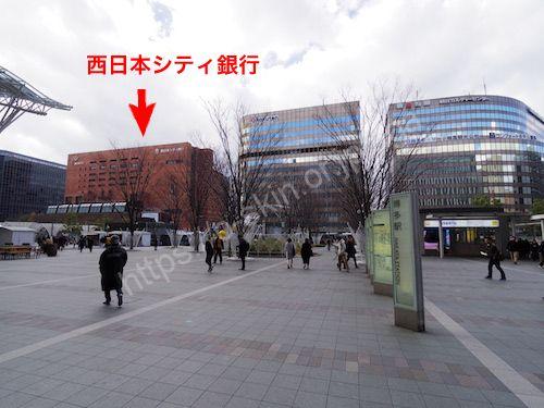 西日本シティ銀行と書かれたビルを目指す
