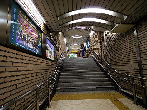 地下鉄南北線・東西線 仙台駅から南2出口への階段
