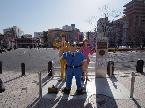 亀有駅南口のこち亀銅像