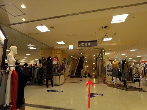 東武百貨店のエスカレーターで1階まで降ります