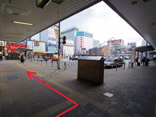 大宮駅東口の駅前ロータリーを左へ