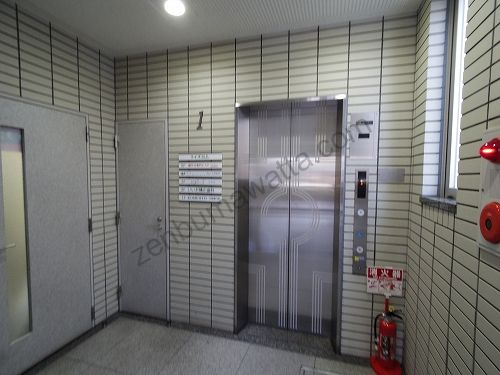 ラットタット(rattat)大宮店が入っているライズビルのエレベーター