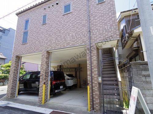 Dione(ディオーネ)名古屋みなと店は1階部分が駐車場になっています
