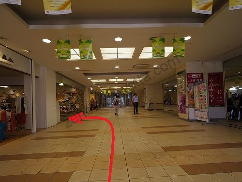 2階店内に入ったら最初の通路を左に曲がります