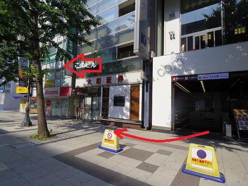 大和証券の先にある建物がラットタット難波駅前店の入っているヤシマ御堂筋ビル