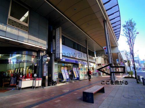 エステティックRAYVIS(レイビス)郡山店の店舗が入っている「ピースビル」の入口は大通りには面していません