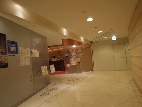 レイビス 札幌店の店舗入口