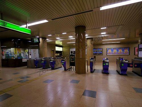 地下鉄南北線 広瀬通駅の改札