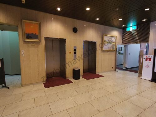 エピレ吉祥寺店が入っている岩崎吉祥寺ビルディングの1階エレベーター