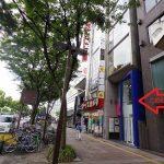 「トップカメラ」手前にある建物が共立美容外科の入っているAYA栄ビル