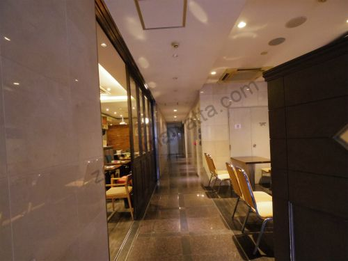 PMK 名古屋駅前店の入っているダイヤモンドウェイの1階館内