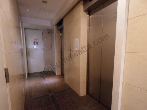 PMK 名古屋駅前店の入っているダイヤモンドウェイの1階エレベーター