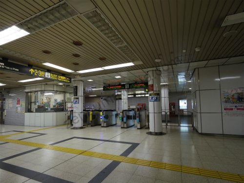 国際センター駅の改札口
