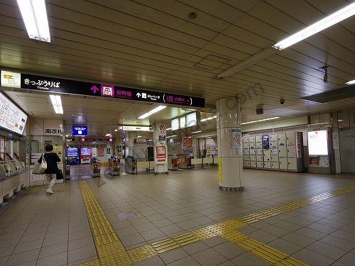 地下鉄谷町線東梅田駅の南改札口から出ます