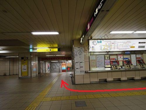 東梅田駅改札から7番出口方向へ進みます