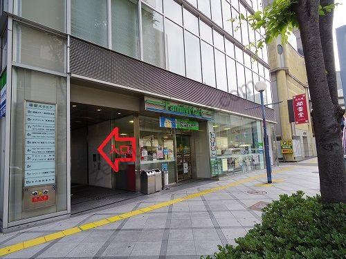 ストラッシュ(STLASSH)梅田店の入っている梅新スクエアの入口
