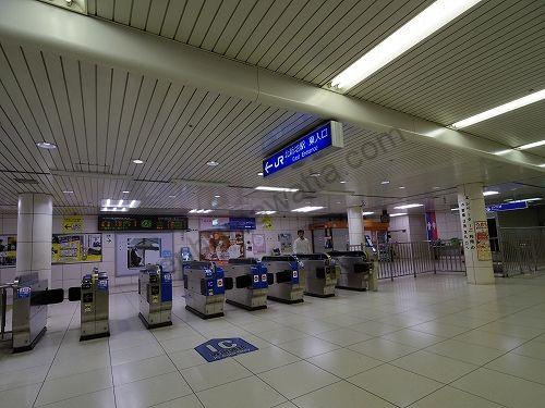 JR東西線の北新地駅の東入口改札から出ます