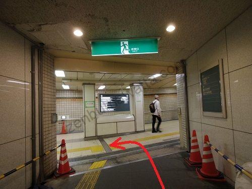 上がったら左へ曲がります