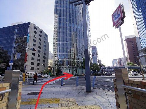 梅田新道交差点を渡ってそのまま京阪国道(国道1号線)を直進します