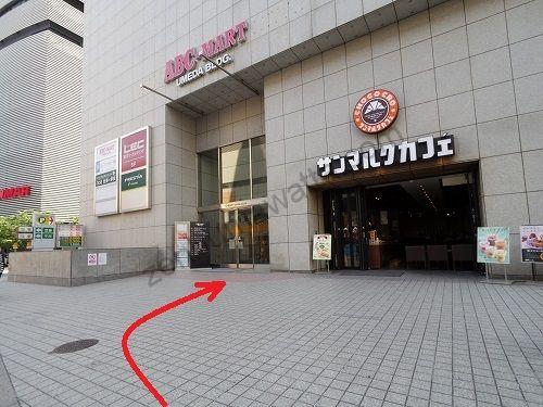 グランモア梅田店の入っているABC-MART梅田ビルの入口