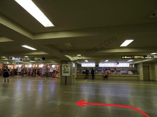 阪急梅田駅茶屋町口改札口を出て左に進みます