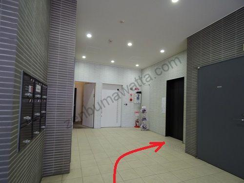 エピレ梅田店の入っているKZ Chayamachiビルの1階エレベーター