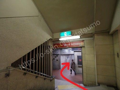 地上へ出る階段